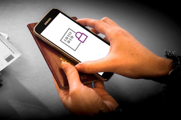 Verifing identity by smartphone